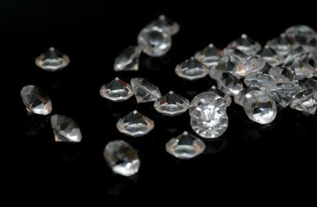 il nero nel web design - diamanti su sfondo nero